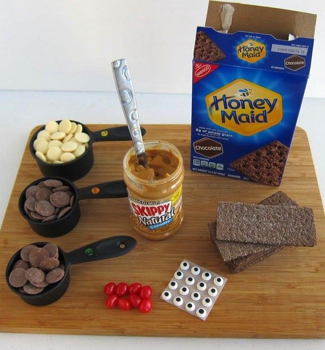 Peanut Butter Chocolate Graham Cracker Reindeer Pops   HungryHappenings.com #PBandG #CollectiveBias