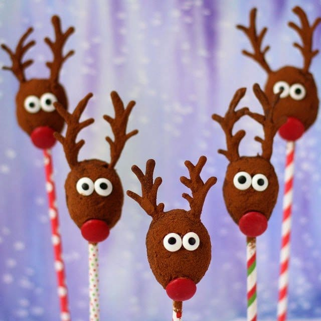 Kids and adults are going to love these healthier holiday sweets. Cocoa No-Bake Oatmeal Raisin Reindeer from HungryHappenings.com