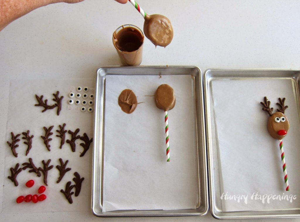 How to Make Chocolate Peanut Butter Reindeer Pops using Graham Crackers and Chocolate Fudge   HungryHappenings.com