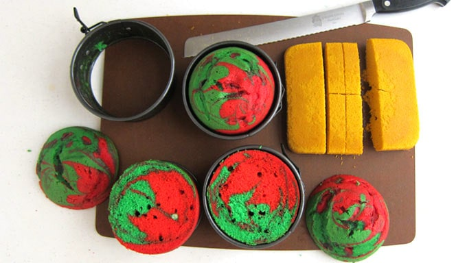 Red and Green swirled round cakes and square gold cake.