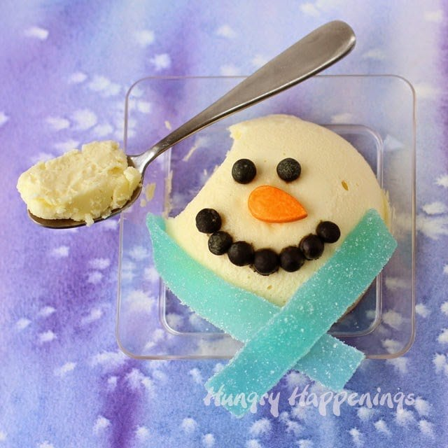 Snowman Cheesecake are simple to make by following the step-by-step tutorial on HungryHappenings.com
