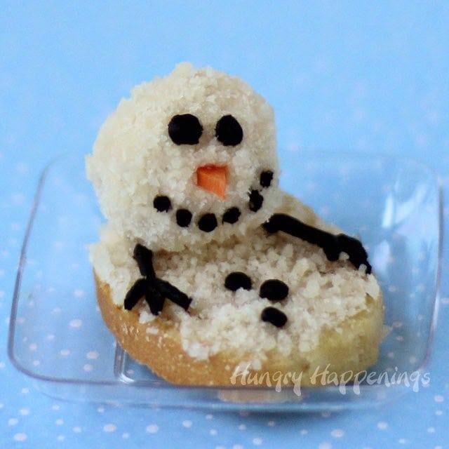 Melting Snowman Cheese Ball   HungryHappenings.com