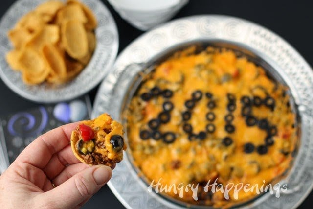 Best Taco Dip Recipe | HungryHappenings.com