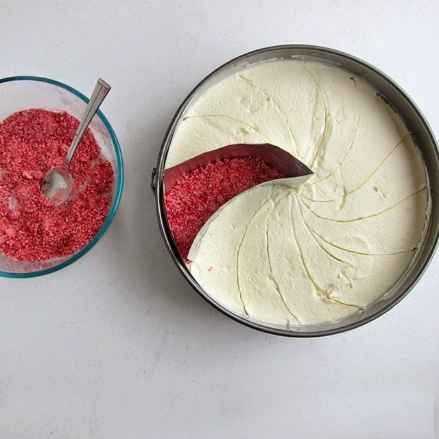 How to make a Peppermint Swirl Mousse Cake that looks like a Starlight Mint | HungryHappenings.com