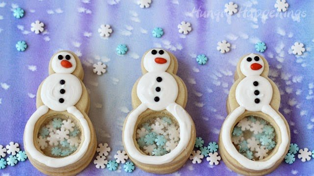 Snowflake Filled Snowman Cookies from http://www.hungryhappenings.com