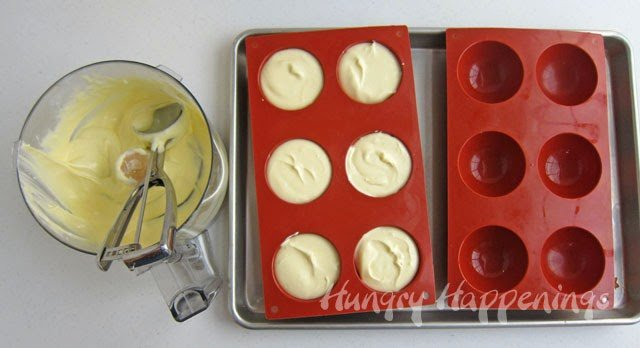 How to make mini cheesecakes using a silicone mold. | HungryHappenings.com