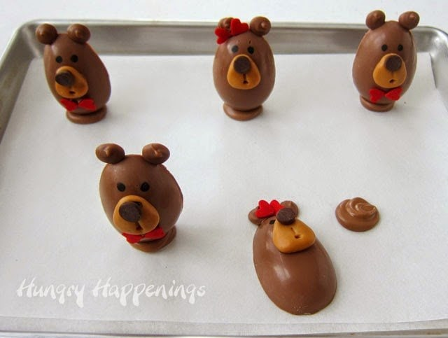How to make chocolate teddybears filled with peanut butter fudge. Recipe and tutorial from HungryHappenings.com