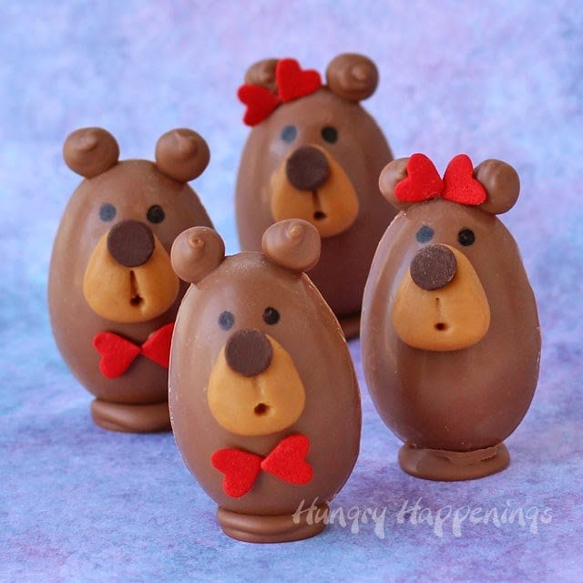 You may think these Buckeye Bears are too cute to eat, but you wont be able to resist their peanut butter fudge filled chocolate bellies, caramel snouts, and chocolate chip noses.
