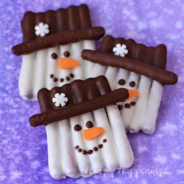 White Chocolate Pretzel Snowmen - sweet and salty treats for Christmas or winter. These festive homemade chocolates couldn't be cuter.