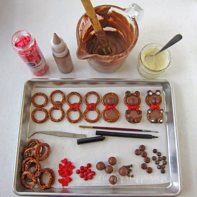 How to make Sweet and Salty Teddy Bear Pretzels for Valentine's Day | HungryHappenings.com