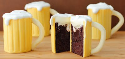 Chocolate Baileys Irish Cream Filled Beer Mug Cakes   HungryHappenings.com