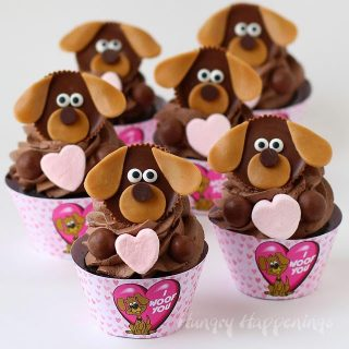 "Puppy Love Cupcakes with ""I Woof You"" Printable Wrappers"