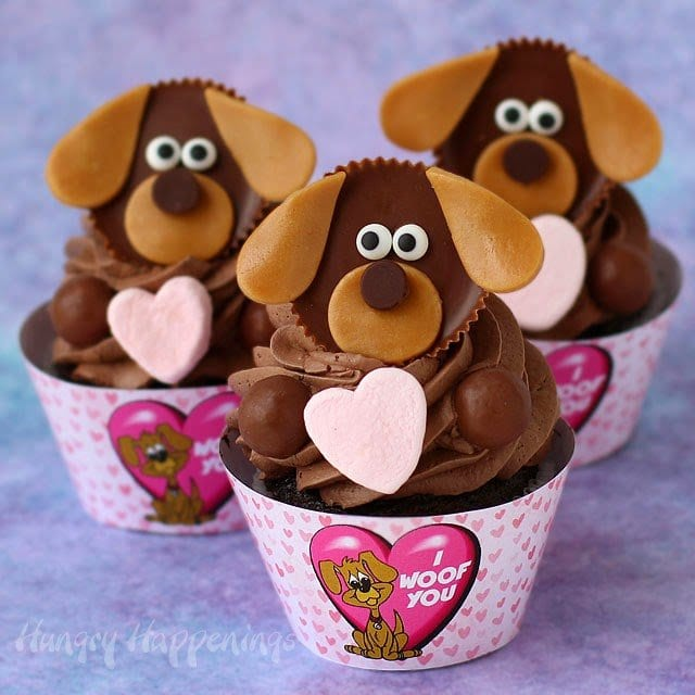 "Puppy Love Cupcakes with printable ""I Woof You"" Cupcake Wrappers for Valentine's Day from HungryHappenings.com"