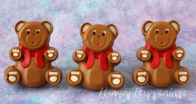 How to make chocolate peanut butter fudge teddy bears using a silicone mold. | HungryHappenings.com