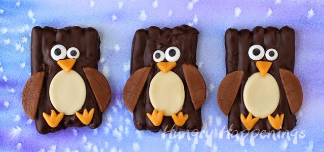 Chocolate Pretzel Penguins | HungryHappenings.com