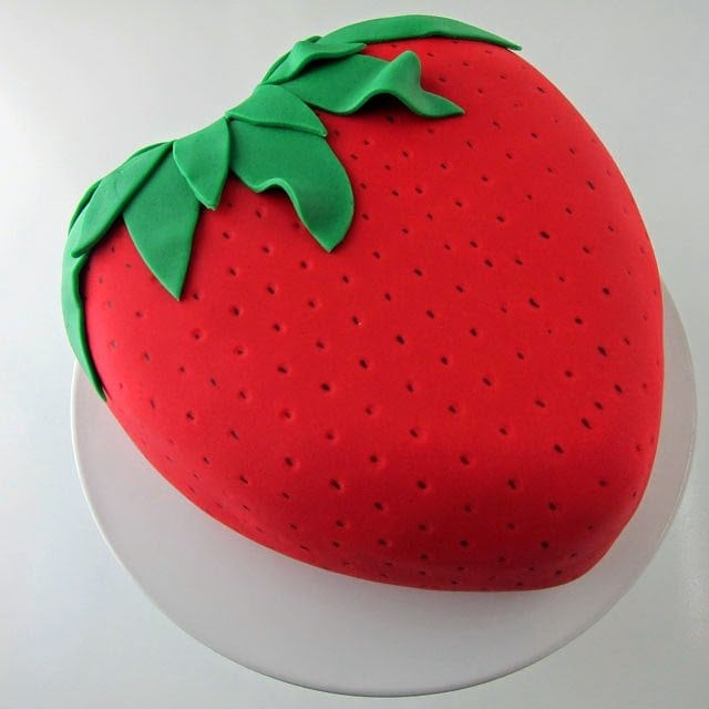 Strawberry Reveal Cake | HungryHappenings.com