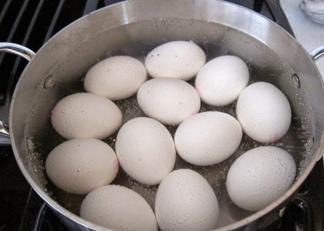 Easy cooking method for hard boiled eggs.