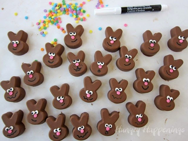 This Easter decorate a 2 ingredient chocolate peanut butter fudge to make these adorable fudge Easter bunnies.