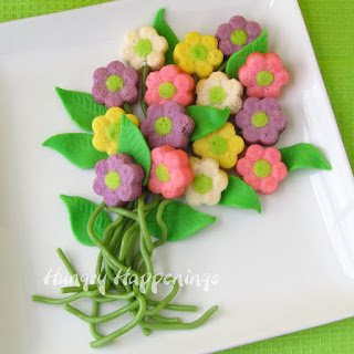 Give your mom a lovely bouquet of sweet daisy cakes this Mother's Day.