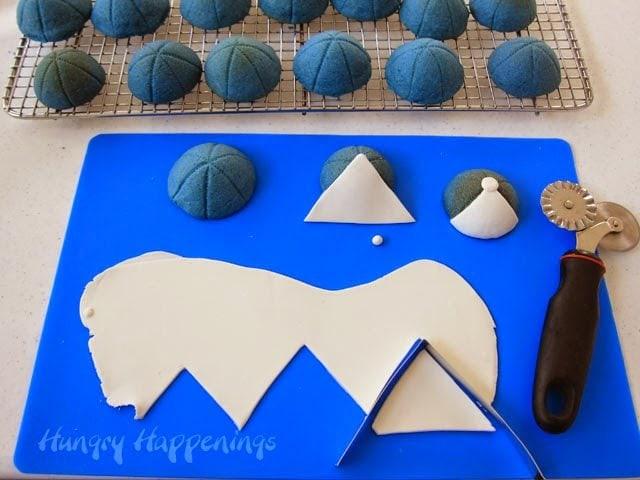 How to make 3-D Baseball Cap Pinata Cookies. Tutorial at HungryHappenings.com