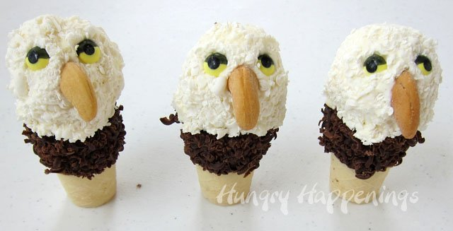 How to make ice cream cone eagles. Tutorial at HungryHappenings.com