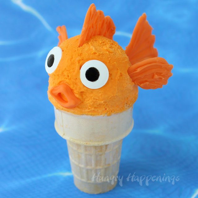 Decorate ice cream cones topped with homemade no churn orange ice cream to look like cute goldfish for a fun summer treat. Tutorial at HungryHappenings.com