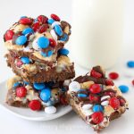 Get all the flavors of S'mores in a festive S'mores Magic Bar for the 4th of July. Recipe from HungryHappenings.com