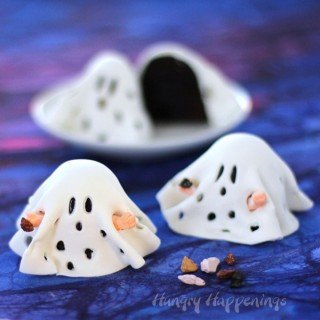 Turn ordinary brownies into these sweet Charlie Brown Ghost Brownies.These cute Halloween treats will appeal to the kid in everyone.