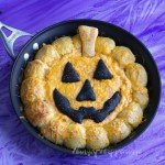 Heat up your Halloween appetizers by serving this Buffalo Chicken Skillet Dip Jack-O-Lantern. See the recipe at HungryHappenings.com.