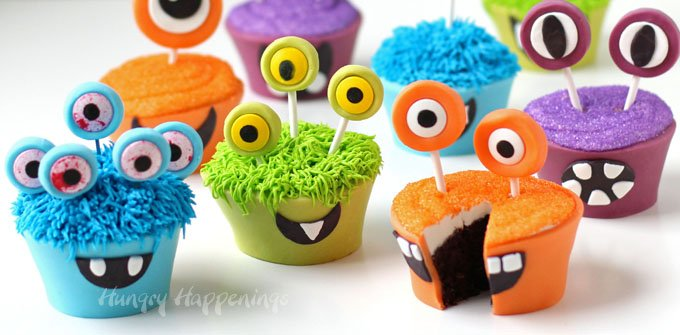 These cupcake monsters are so bright and colorful and a bit crazy that your Halloween party guests are gonna fall in love with them, then eat them!