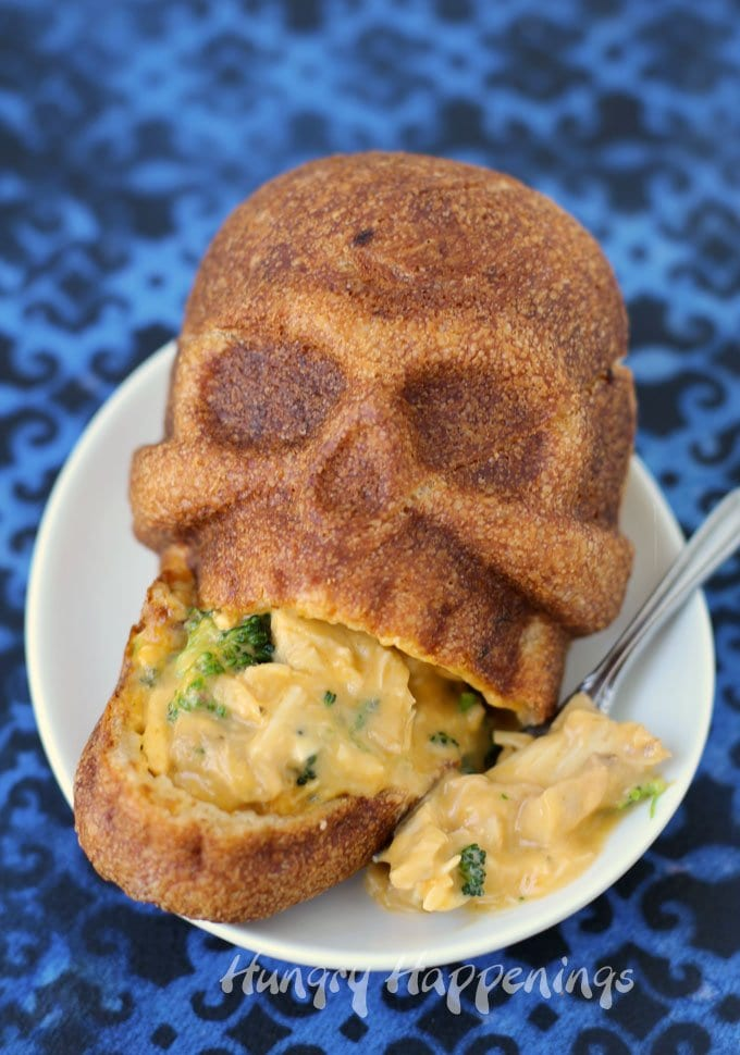 Scare up some fun this Halloween for dinner and serve some Cheesy Broccoli and Chicken Calzone Skulls. See the recipe at HungryHappenings.com.