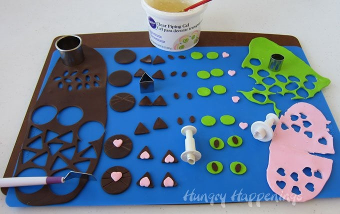 How to make modeling chocolate decorations to make black cat cakes for Halloween.
