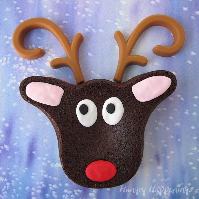 This adorable Christmas dessert is super simple to make using a reindeer pan. See how at HungryHappenings.com.