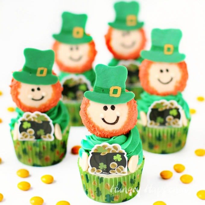 Leprechaun Cupcakes make sweet St. Patrick's Day treats. Each Leprechaun is made out of a white chocolate dipped Oreo Cookie. See the tutorial at HungryHappenings.com.