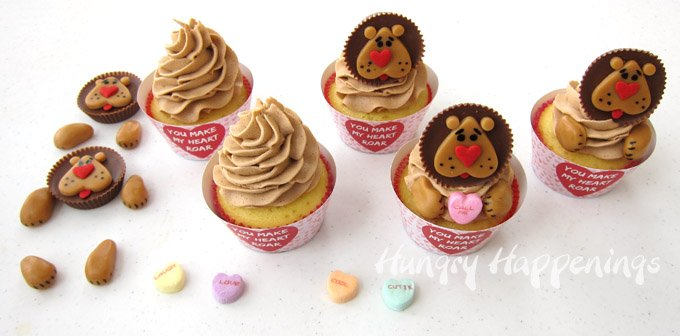 """You Make My Heart Roar"" Lion Cupcakes make great Valentine's Day treats for those you are wild about. See the tutorial at HungryHappenings.com."