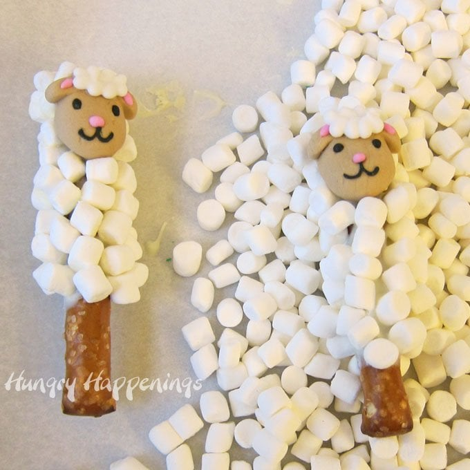 Coat pretzels in white chocolate and mini marshmallows to make these cute Lamb Pretzel Pops for Easter.