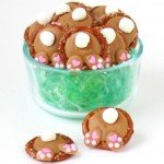 How cute are these Peanut Butter Bunny Butt Pretzels? Each bite sized Easter treat is salty and sweet and so fun to eat.