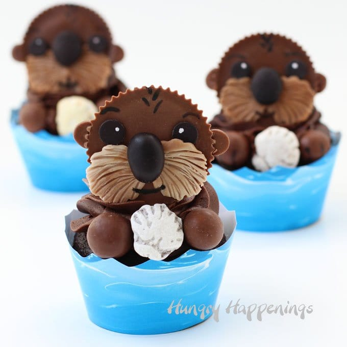 Turn Reese's Cups into sweet little otters then use them to create some adorable Sea Otter Cupcakes. These treat will be perfect for you Finding Dory Party.