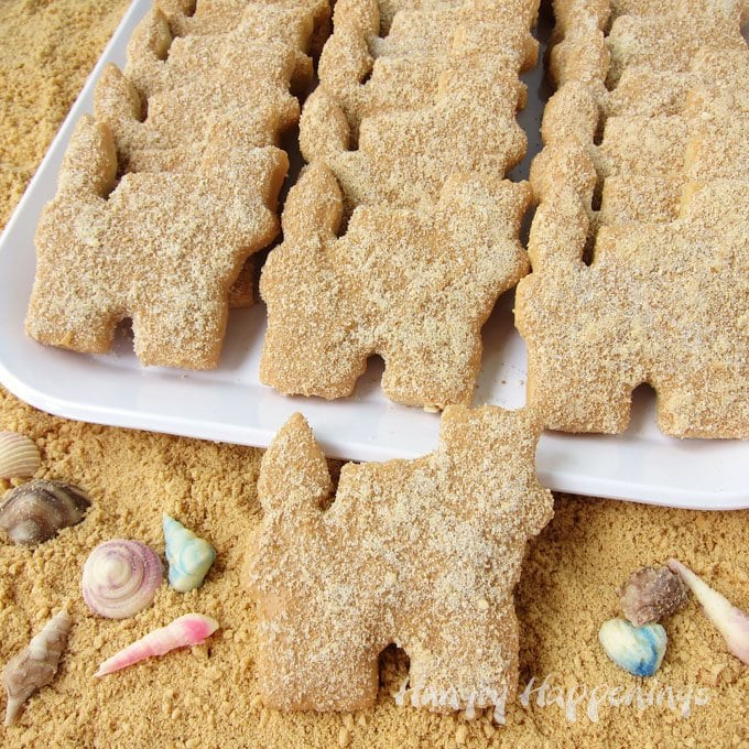 Make your sand castle cookies look like the are really made of sand. See how at HungryHappenings.com.
