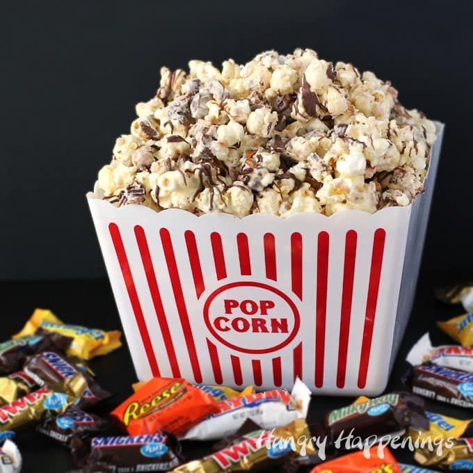 Christmas Popcorn Recipes.White Chocolate Candy Bar Popcorn