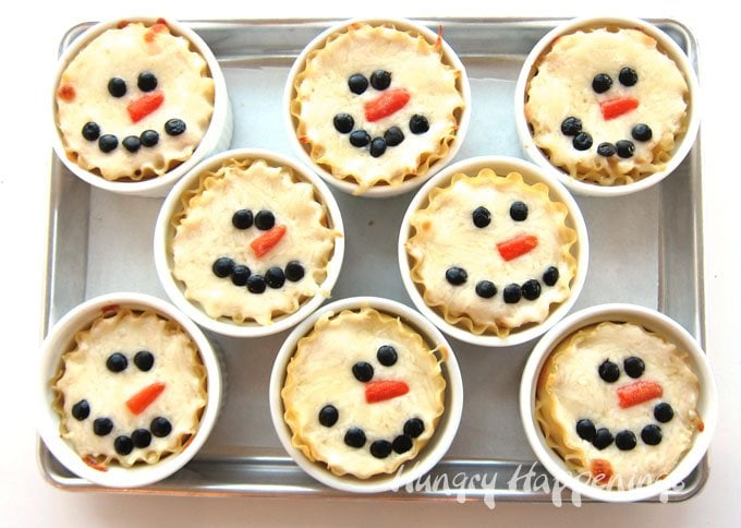 These cute Mini Chicken Parmesan Lasagna Snowmen will warm your heart and keep your belly full this winter. Each individual serving size meal will add a festive touch to your Christmas celebrations.