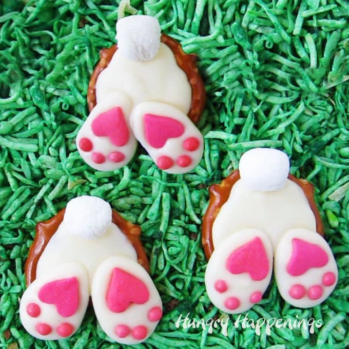 Sweet little white Pretzel Bunny Butts with fluffy marshmallow tails and adorable pink and white paws will add a touch of whimsy to your Easter baskets. Watch the video tutorial to see how much fun they are to make.