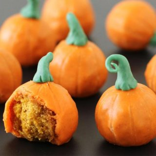 Pumpkin Donut Holes that look and taste like pumpkins!