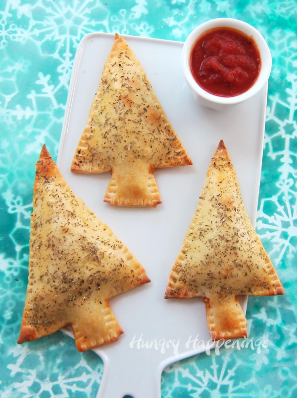 This holiday season serve your family some festive Christmas Tree Calzones filled with MorningStar Farms® Grillers® Crumbles™ and lots of yummy veggies and cheese. #vegetarian #VeryVeggieHoliday #CollectiveBias #ad