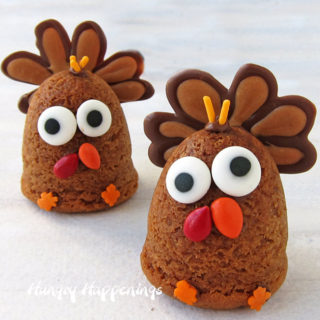 Peanut Butter Cookie Turkeys...a fun Thanksgiving treat!
