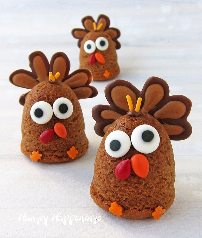 3-D Turkey Cookies are perfect for Thanksgiving for dessert.