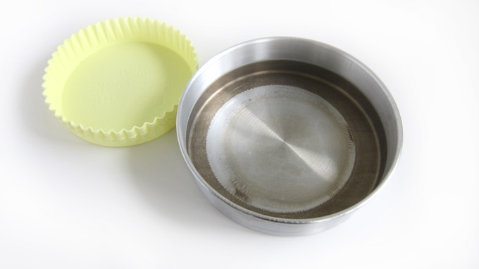 A round cake pan used as a water bath is discolored.